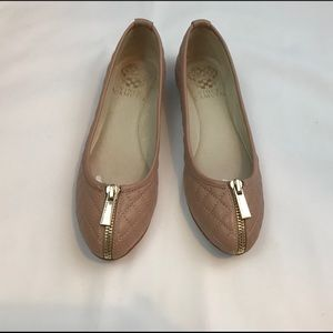 VINCE CAMUTO flats - excellent condition